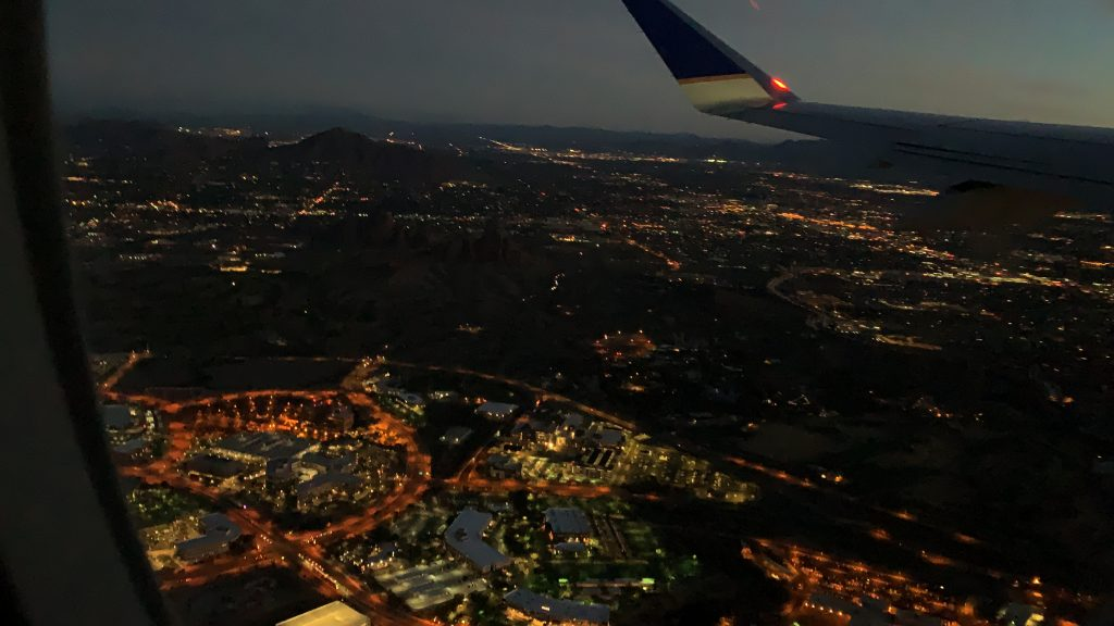 夜明け前の空港を後に日本へ